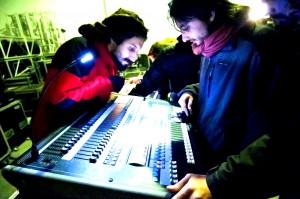 Técnicos de Iluminación trabajando