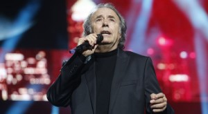 Joan Manuel Serrat actuó en la gala además de recibir un Premio Ondas