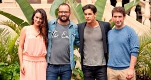Protagonistas y director del film Palmeras en la nieve, rodado en Gran Canaria