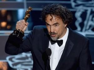 Alejandro González-Iñárritu recogiendo el Oscar