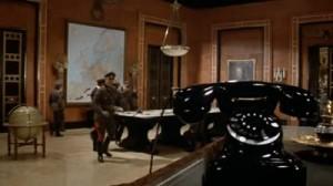 Ejemplo de montaje interno por composición y por acción de personaje en la película Top secret