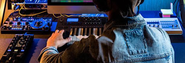 Trabajar de productor musical